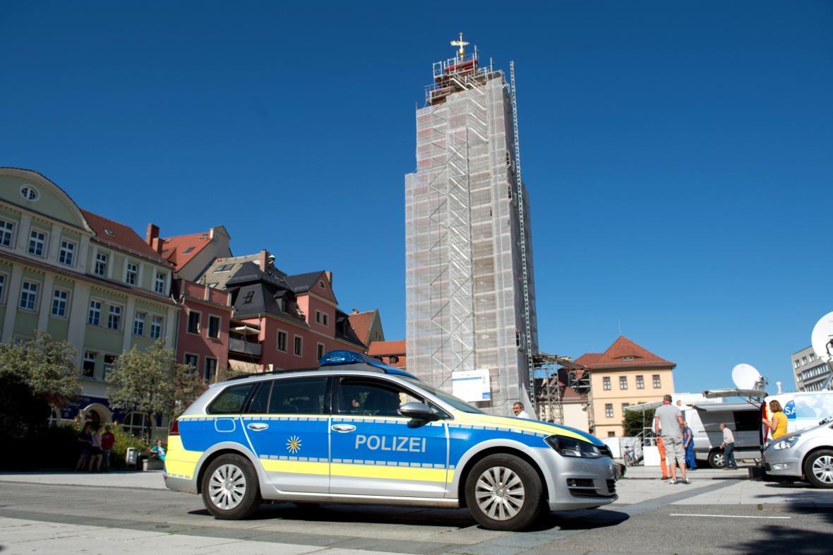 Policie hlídá náměstí v Budyšíně