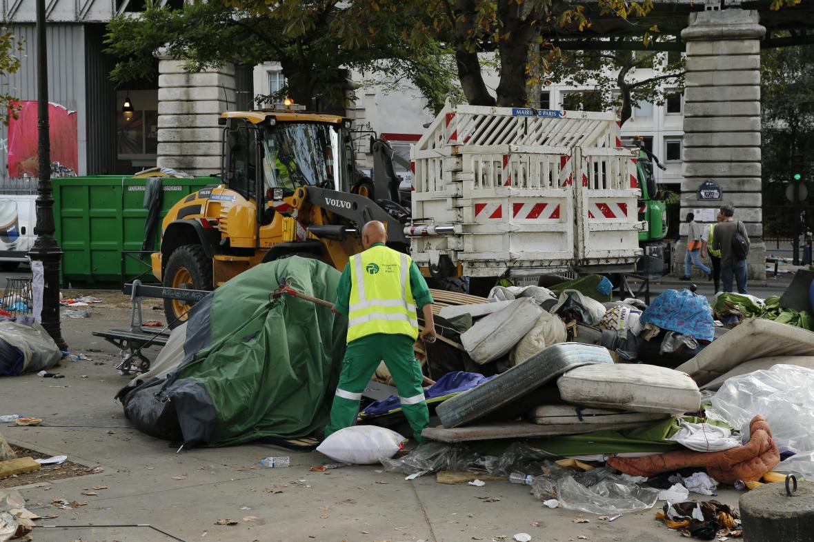 Likvidace nepovoleného táboru na severu Paříže
