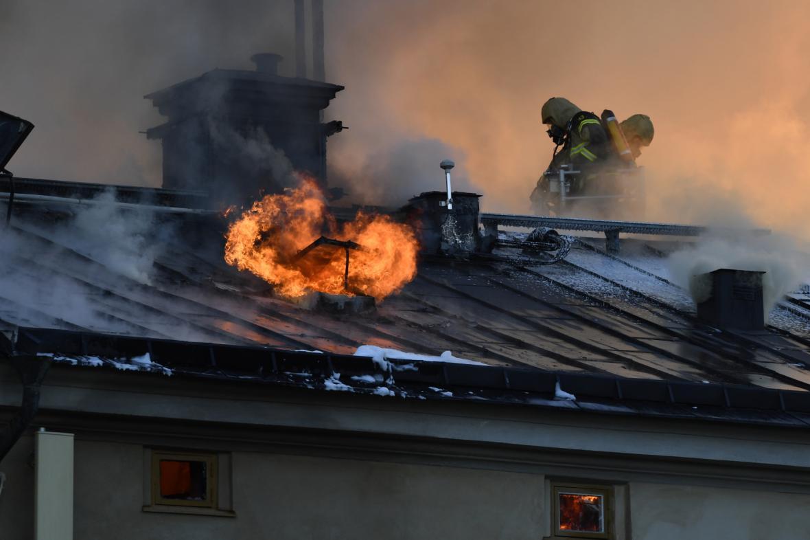 Požár střechy Královského institutu umění ve Stockholmu