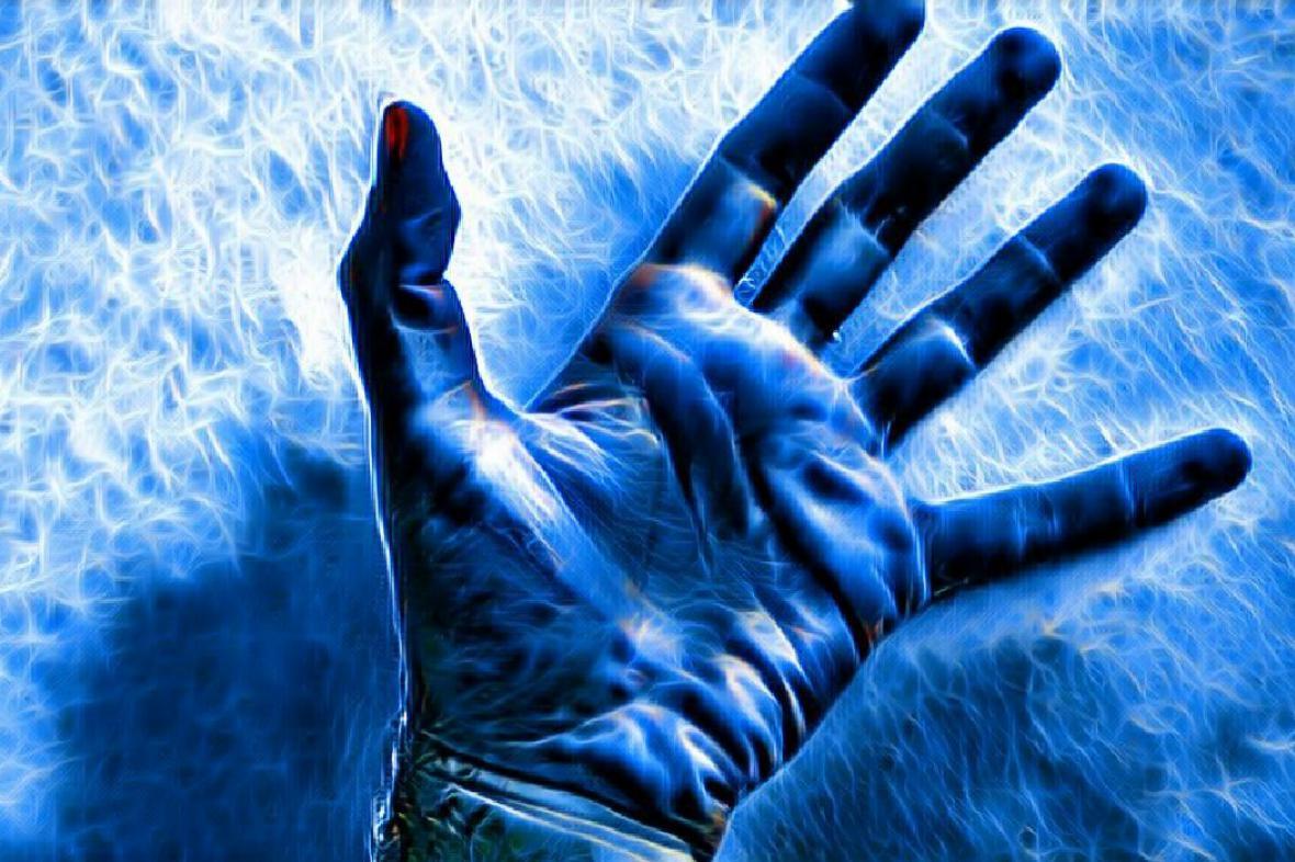 Prostrčte ruku bleskem