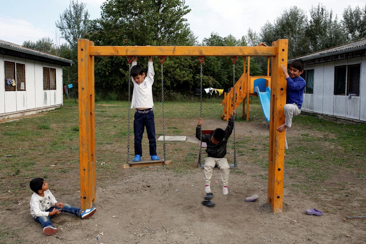 Děti v uprchlickém táboře nedaleko Bělehradu