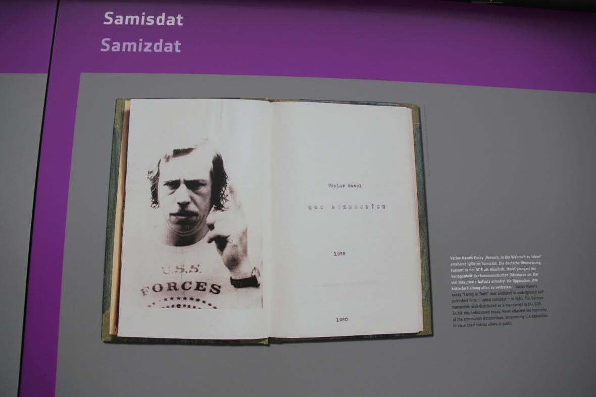 Ukázka z Moci bezmocných na berlínské výstavě o pádu komunismu ve střední a východní Evropě