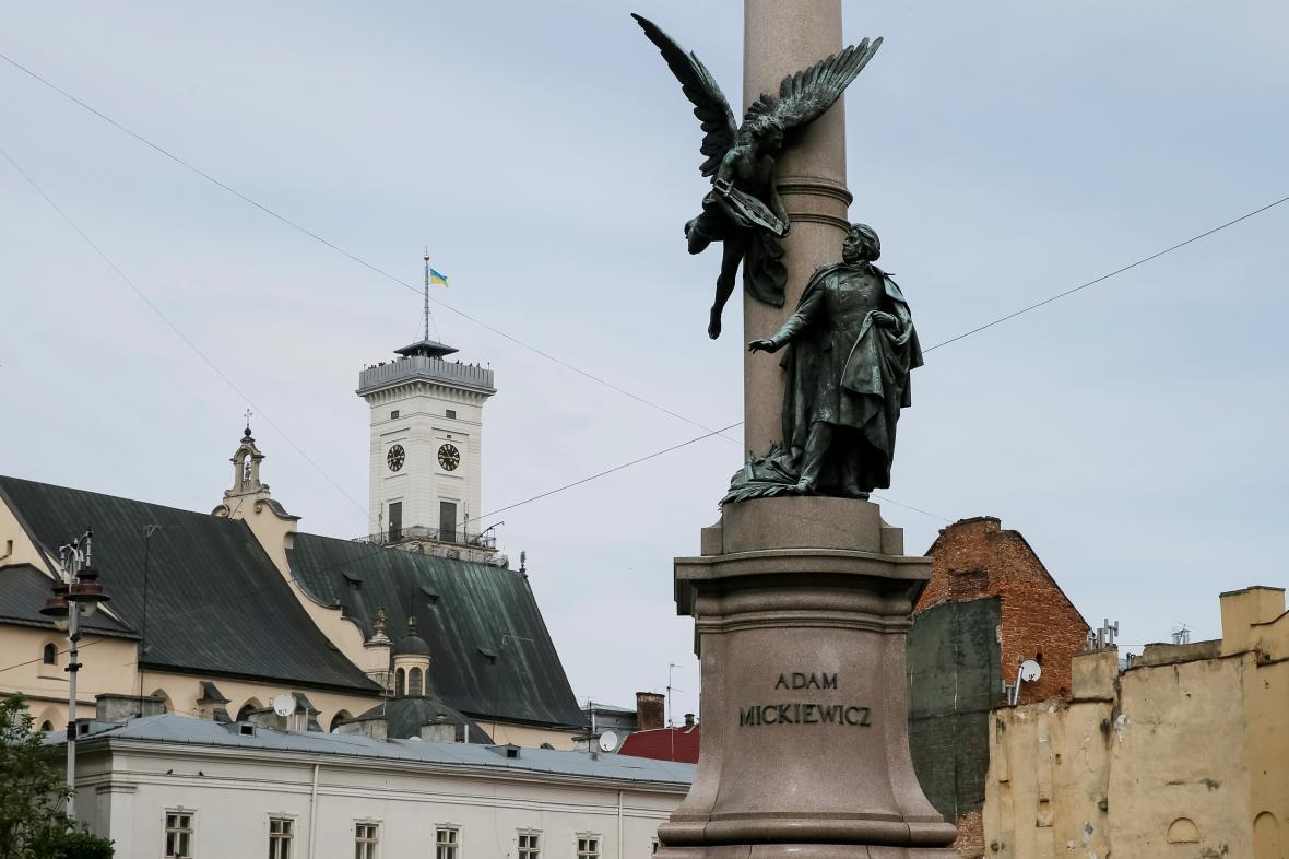 Památník Adama Mickiewicze v ukrajinském Lvově