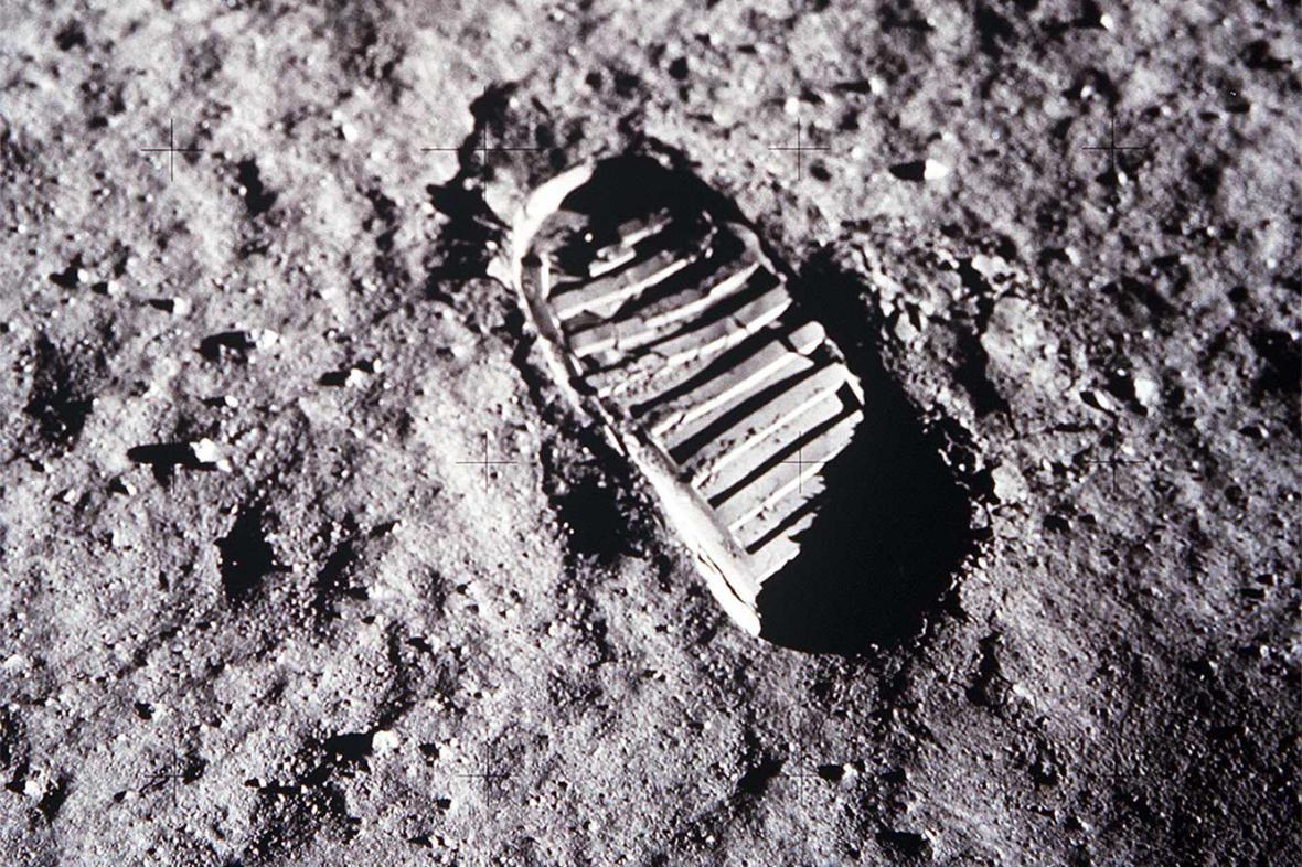 Otisk lidské stopy na Měsíci