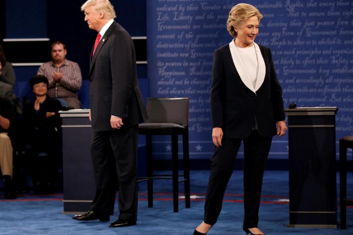 Clintonová a Trump během debaty