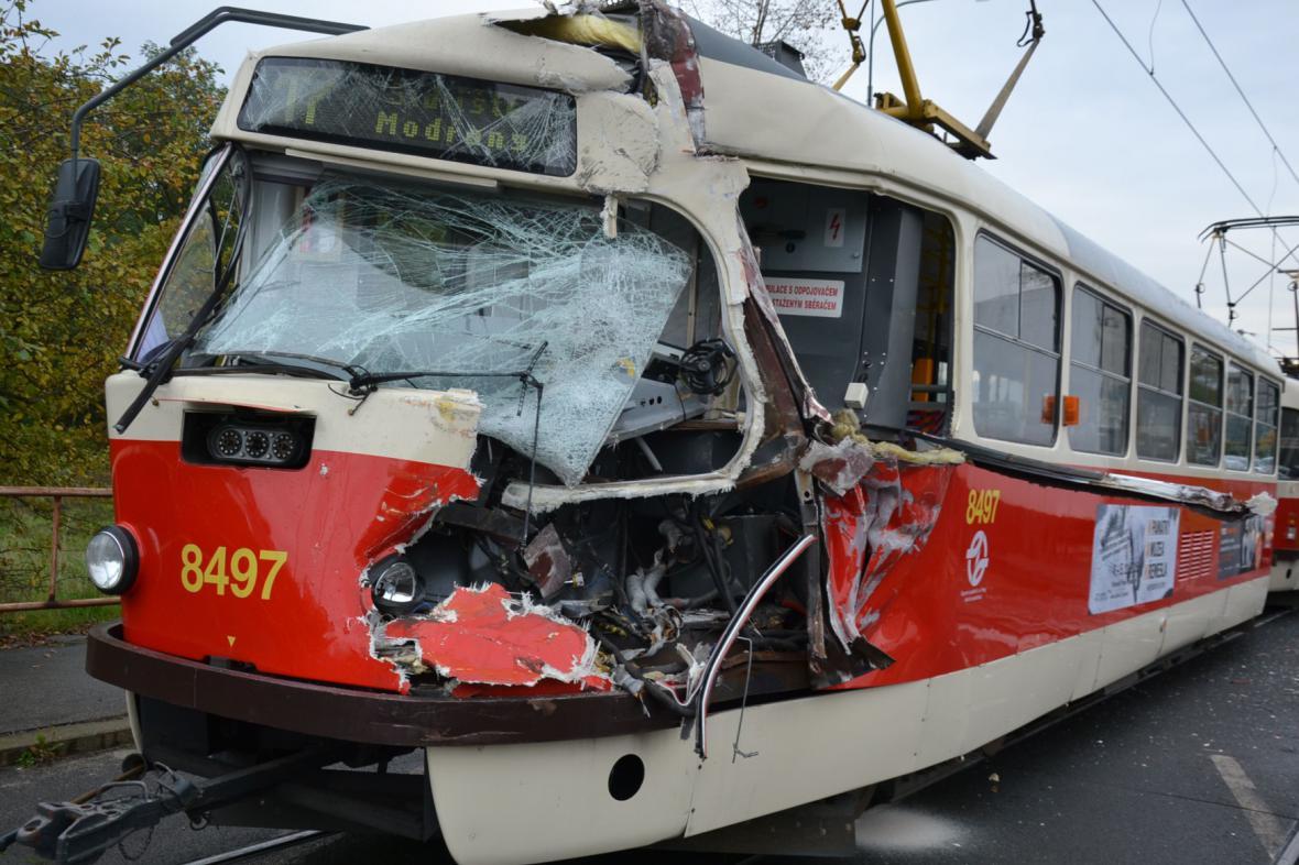 Tramvaj po nehodě v Modřanech