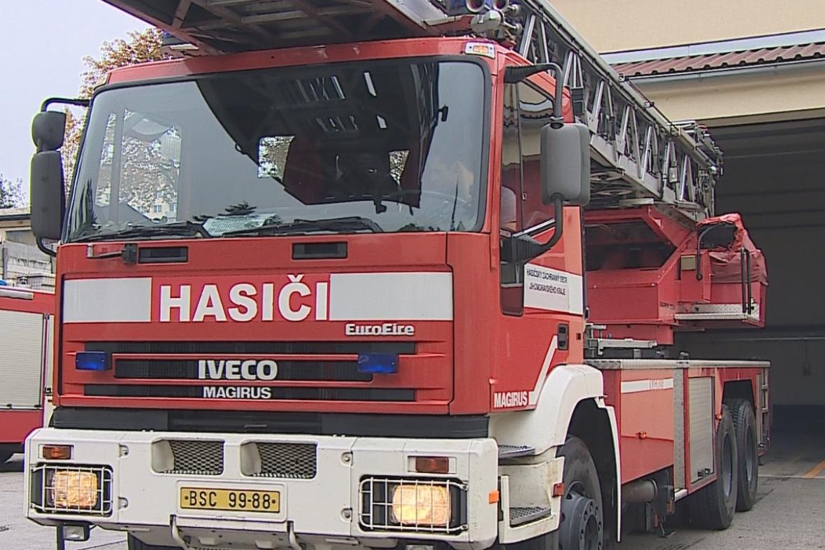 Nových aut s žebříky by hasiči potřebovali víc