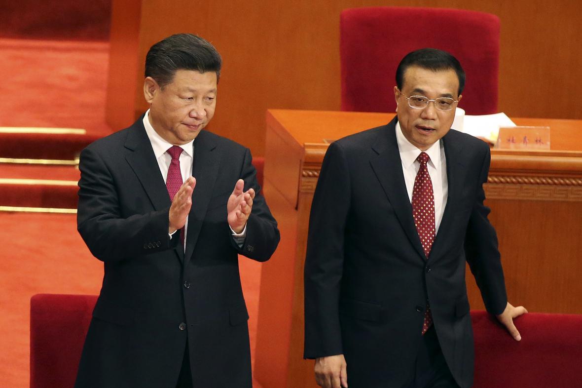 Čínský prezident Si Ťin-pching s premiérem Li Kche-čchiangem