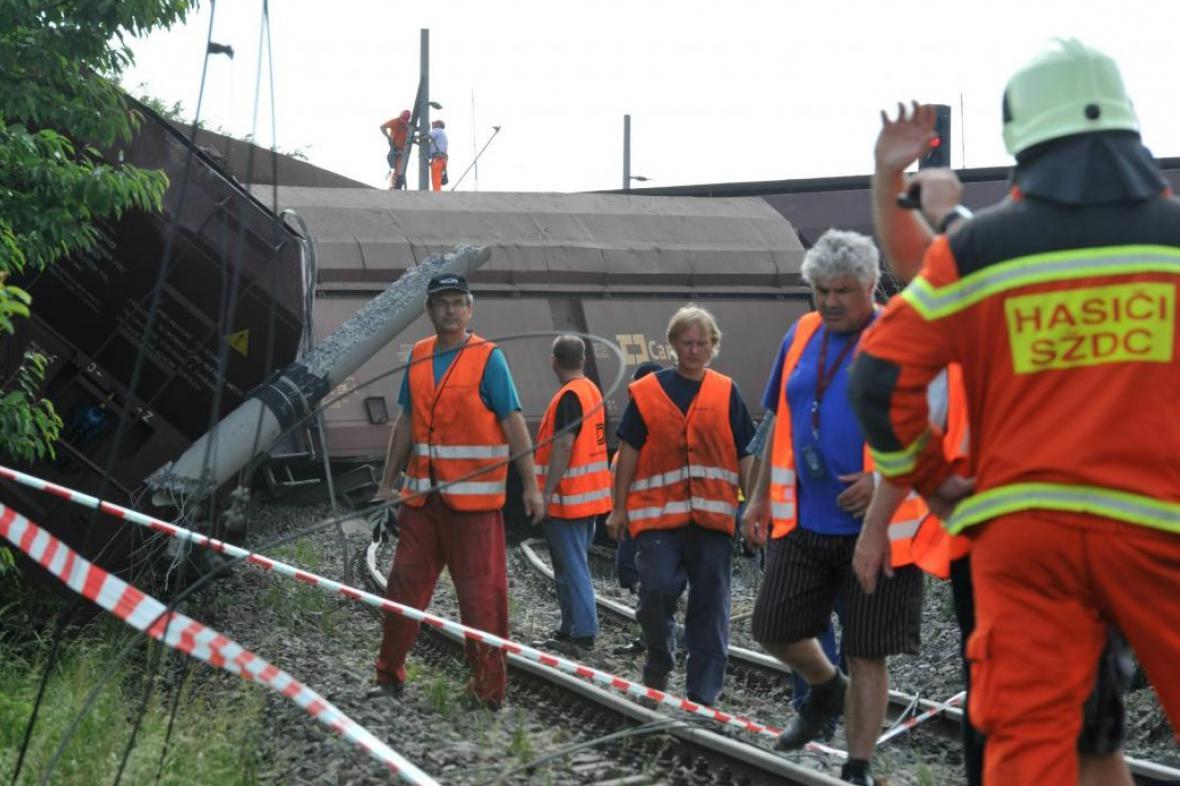 Vykolejený vlak u Topolan na Vyškovsku