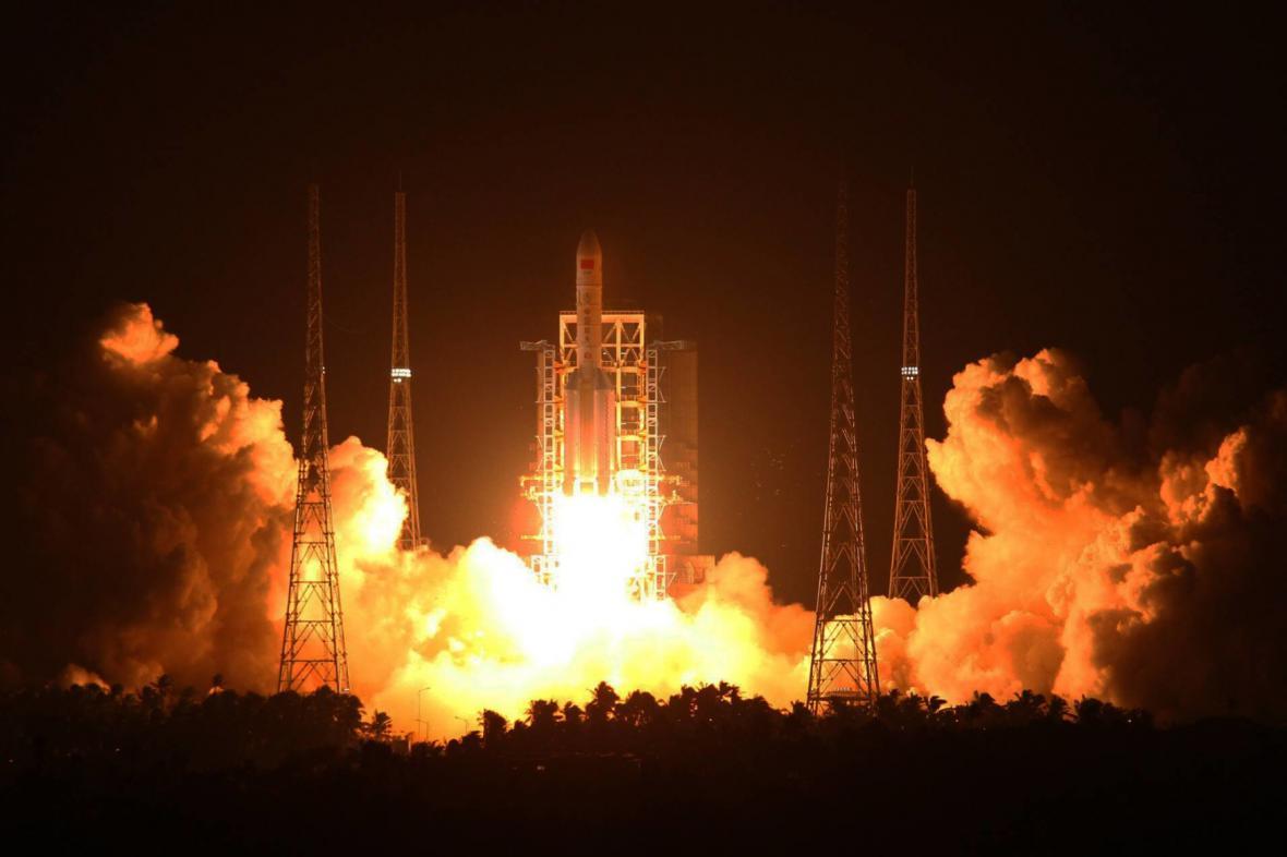Start čínské rakety Dlouhý pochod 5