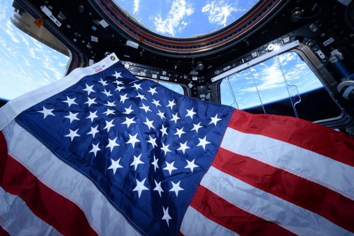 Americká vlajka ve vesmíru