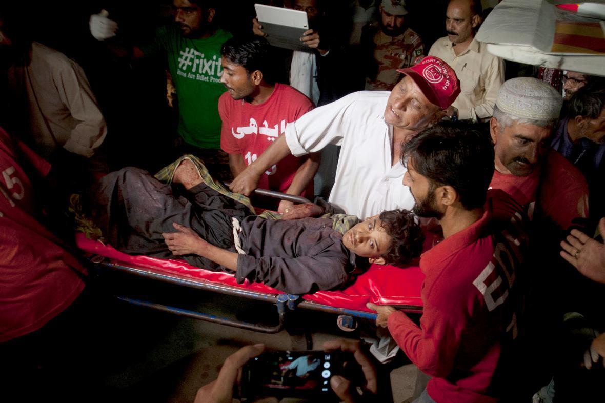 Útok Islámského státu v pákistánské mešitě