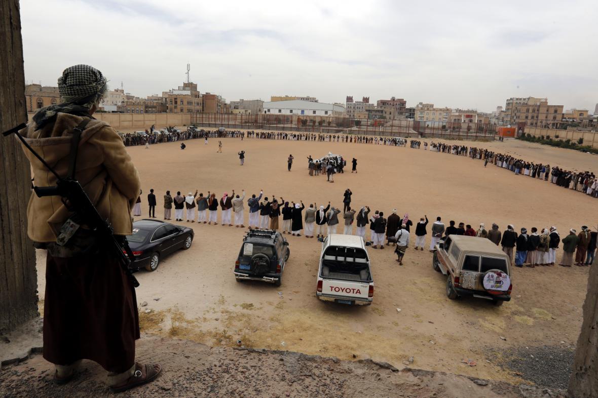 Povstalecké milice hútiů na protisaúdském shromáždění