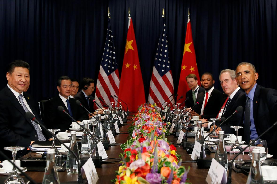 Jednání americké a čínské delegace na summitu APEC