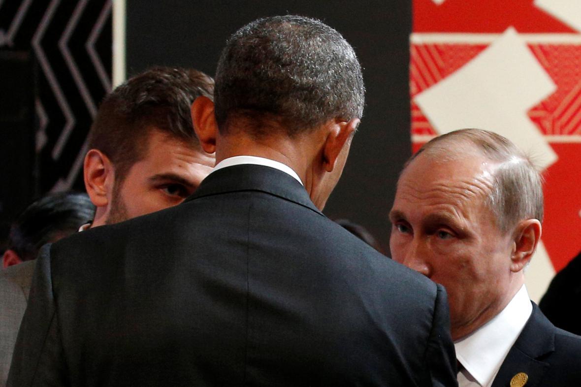 Obama a Putin během setkání na summitu APEC