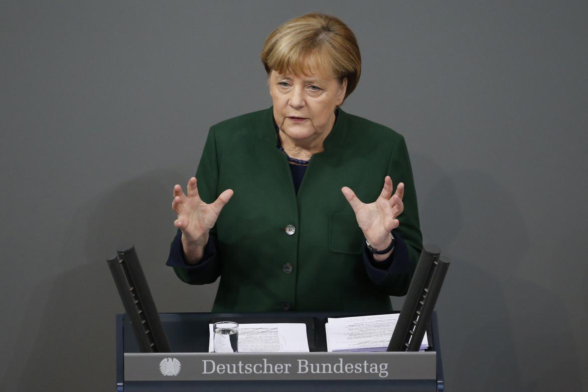 Angela Merkelová při projevu před poslanci