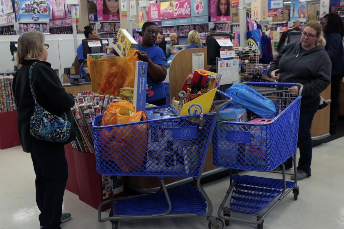 V USA mají s nákupy na Black Friday bohaté zkušenosti. Snímek je z hračkářského obchodu Toy´s R Us v Kenwoodu (Ohio).