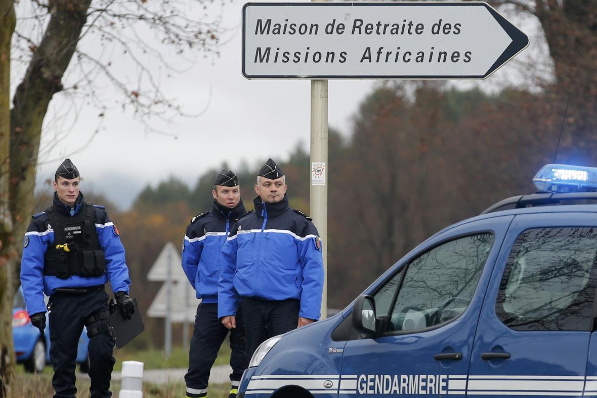Policie hledá podezřelého z útoku v domově pro seniory