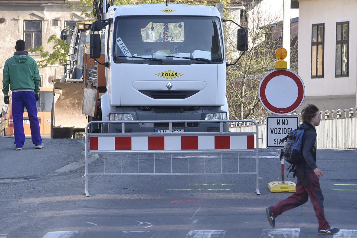 Ještě několik měsíců musí místní využívat objízdné trasy