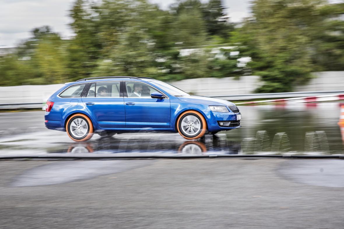Octavia III Combi během Škoda Safety Day na firemním testovacím polygonu.