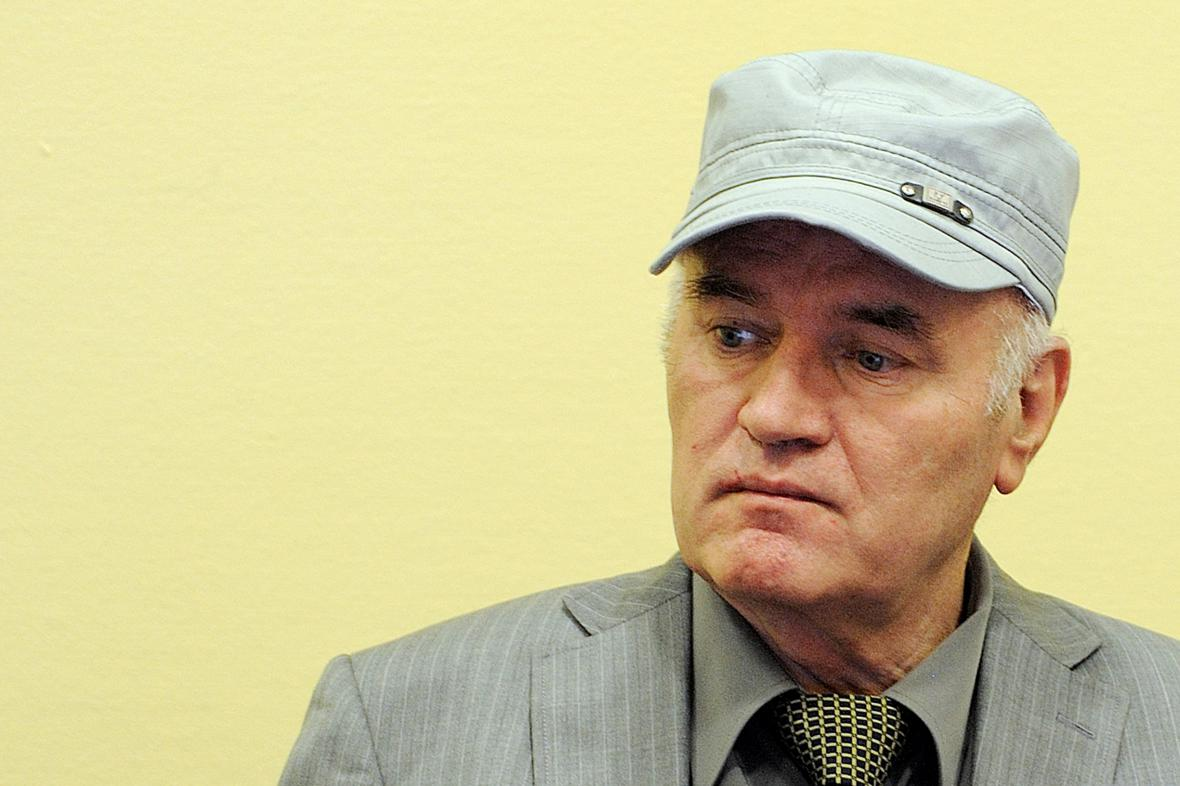 Ratko Mladić před tribunálem v Haagu