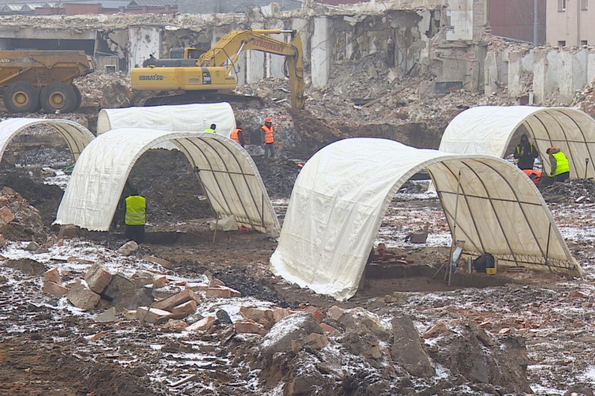 V areálu brněnské Vlněny pracují archeologové