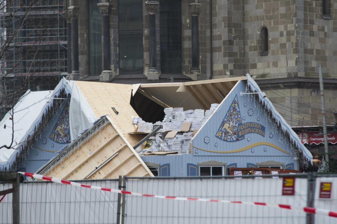 Zničený stánek na berlínském adventním trhu