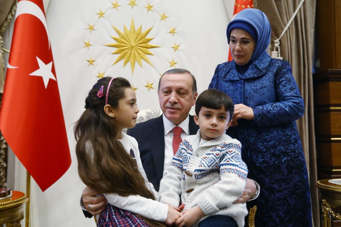 Bana s její rodinou při setkání s prezidentem Erdoganem