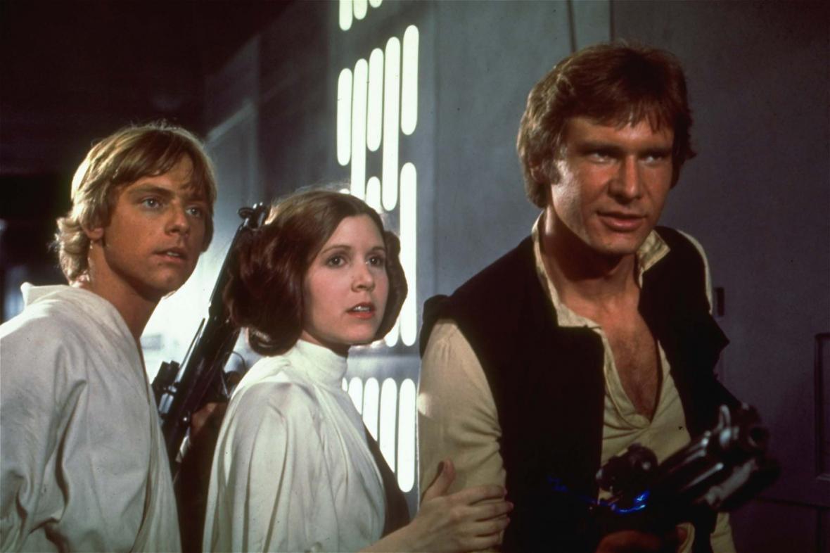 Mark Hamill, Carrie Fisherová a Harrison Ford v 1. díle Hvězdných válek