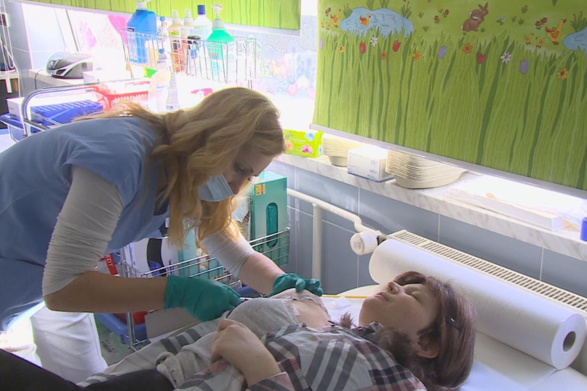 Pacientka Adéla dostala devátou injekci