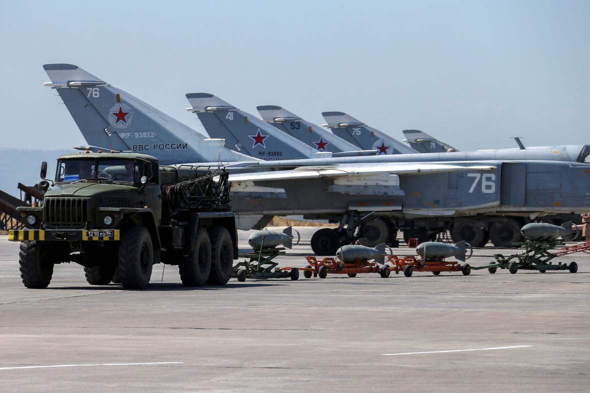 Ruské stíhačky na jedné ze syrských základen