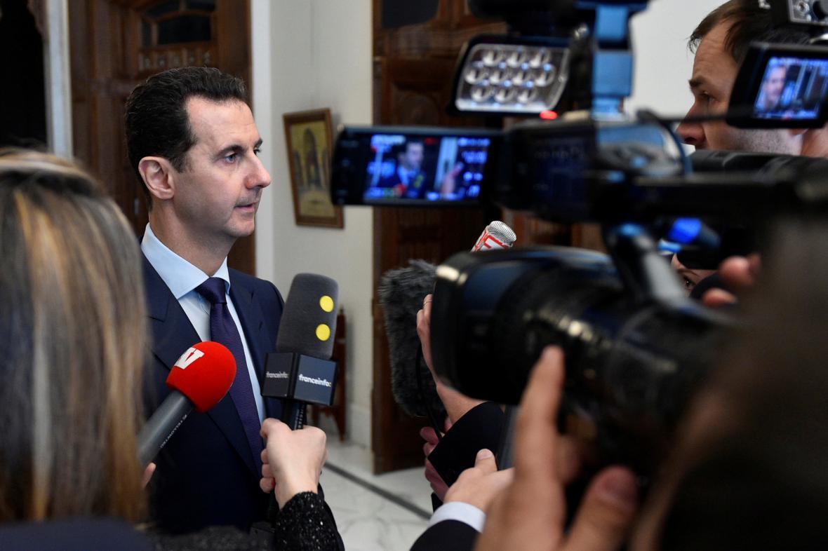 Asad hovoří s francouzskými novináři