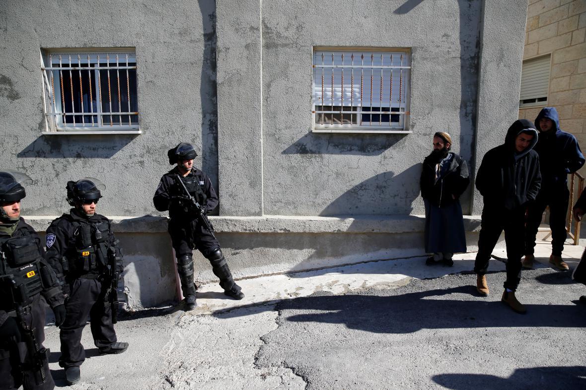 Vojenské hlídky v palestinských ulicích Jeruzaléma