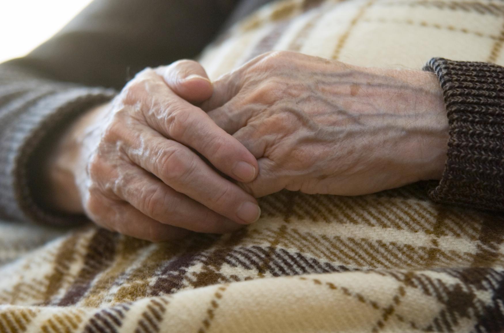 Nemocná seniorka synovu pomoc vysloveně odmítla