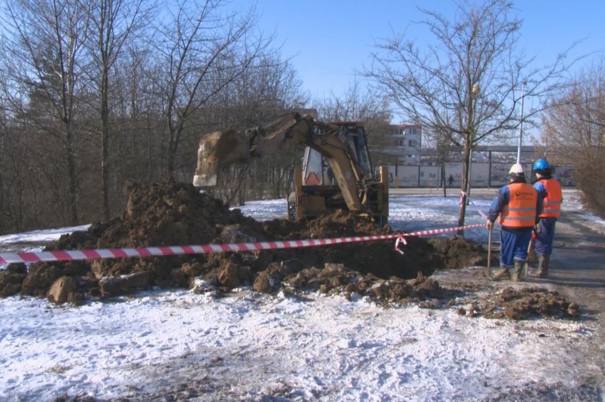 Lidé ve Zlíně zůstali kvůli prasklému potrubí několik hodin bez vody