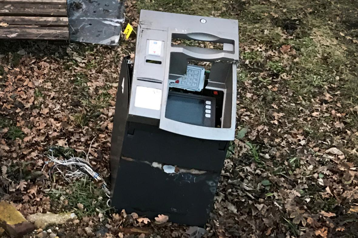 Bankomat způsobil vykolejení nákladního vlaku