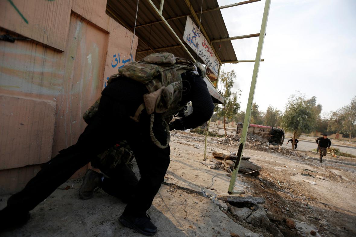 Protiteroristické jednotky v areálu mosulské univerzity