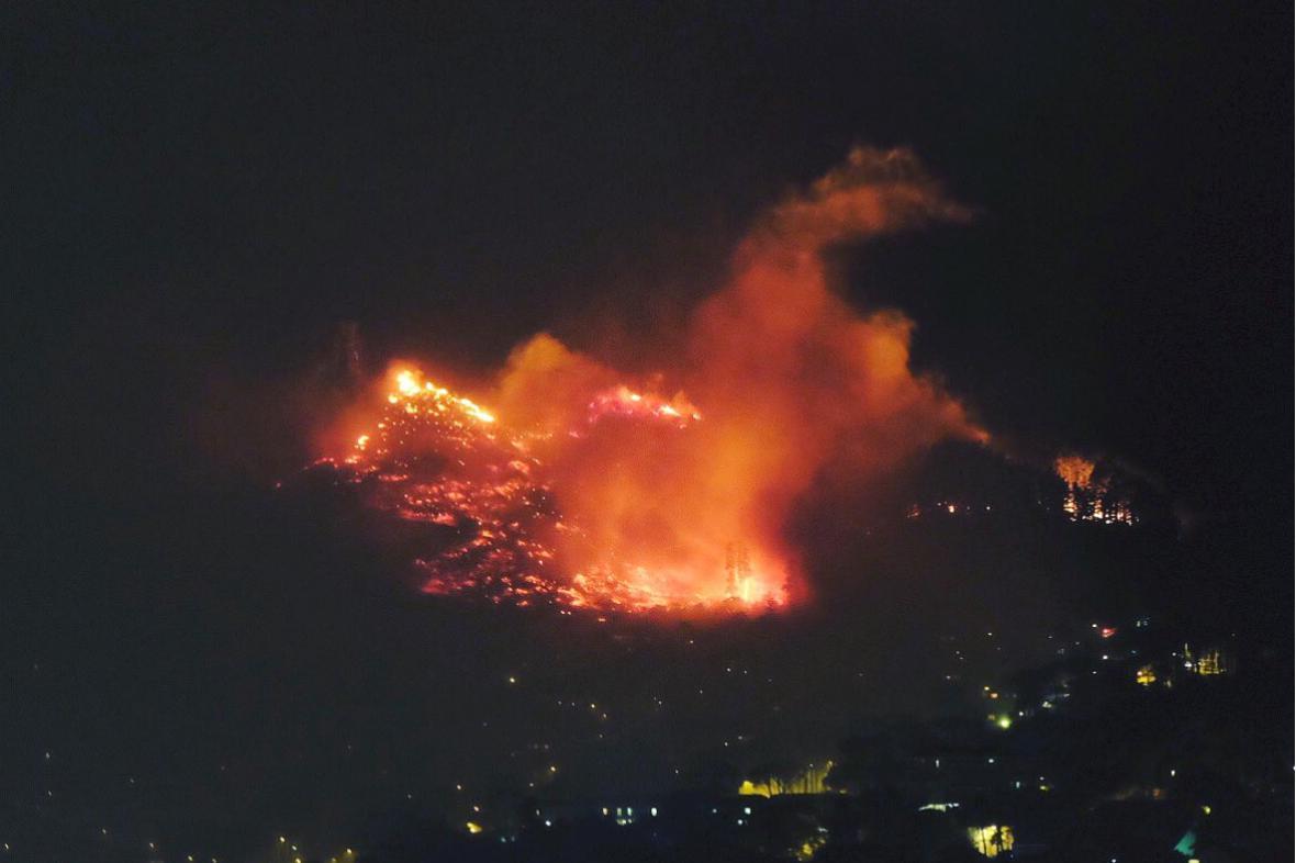 Požár na svazích Stolové hory