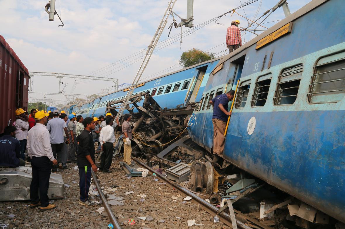 Železniční neštěstí v Indii