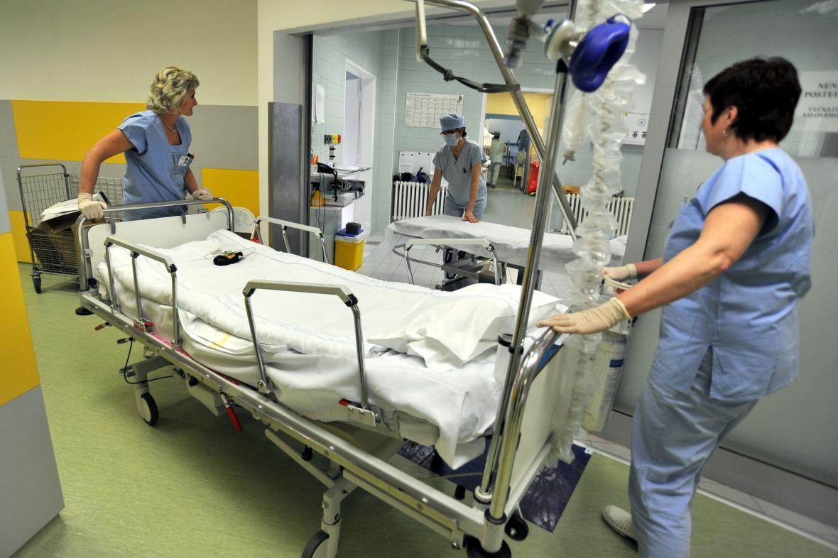Úrazová nemocnice zruší dvacet pět chirurgických lůžek