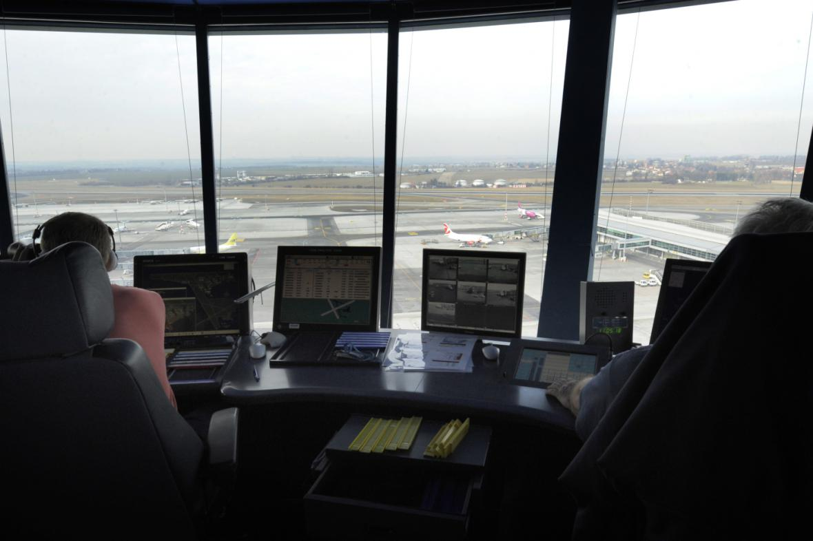 Pohled z řídicí věže Letiště Václava Havla v Praze (po rekonstrukci v roce 2011)