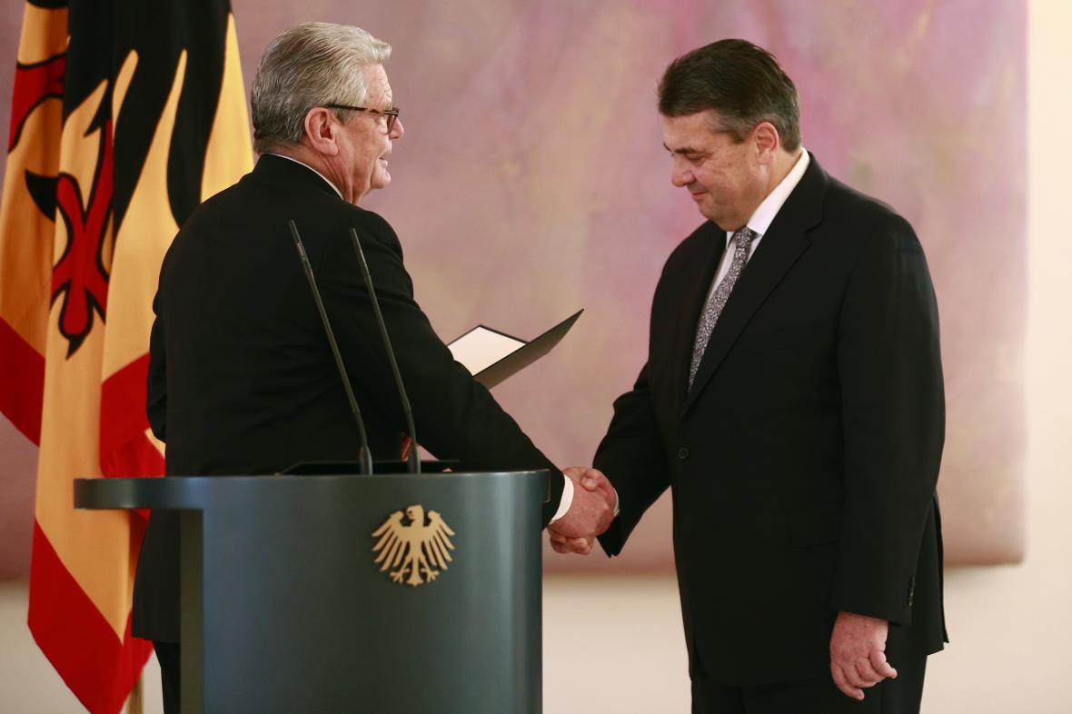Prezident Joachim Gauck a nový ministr zahraničí Sigmar Gabriel