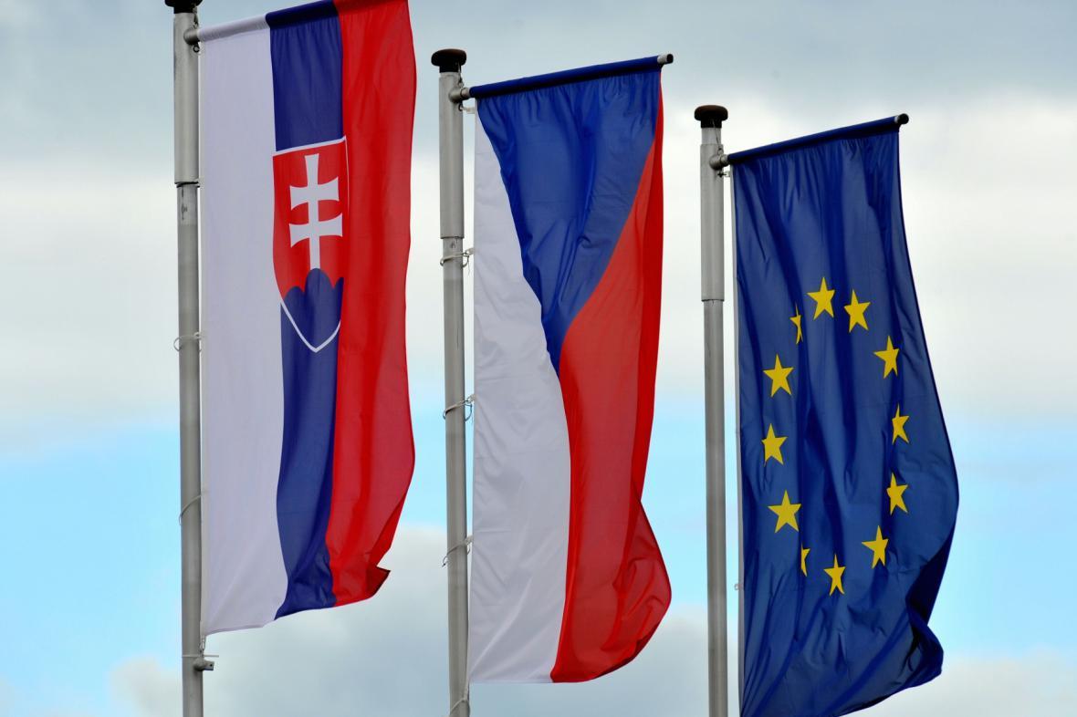 Státní vlajky Slovenska, Česka a Evropské unie