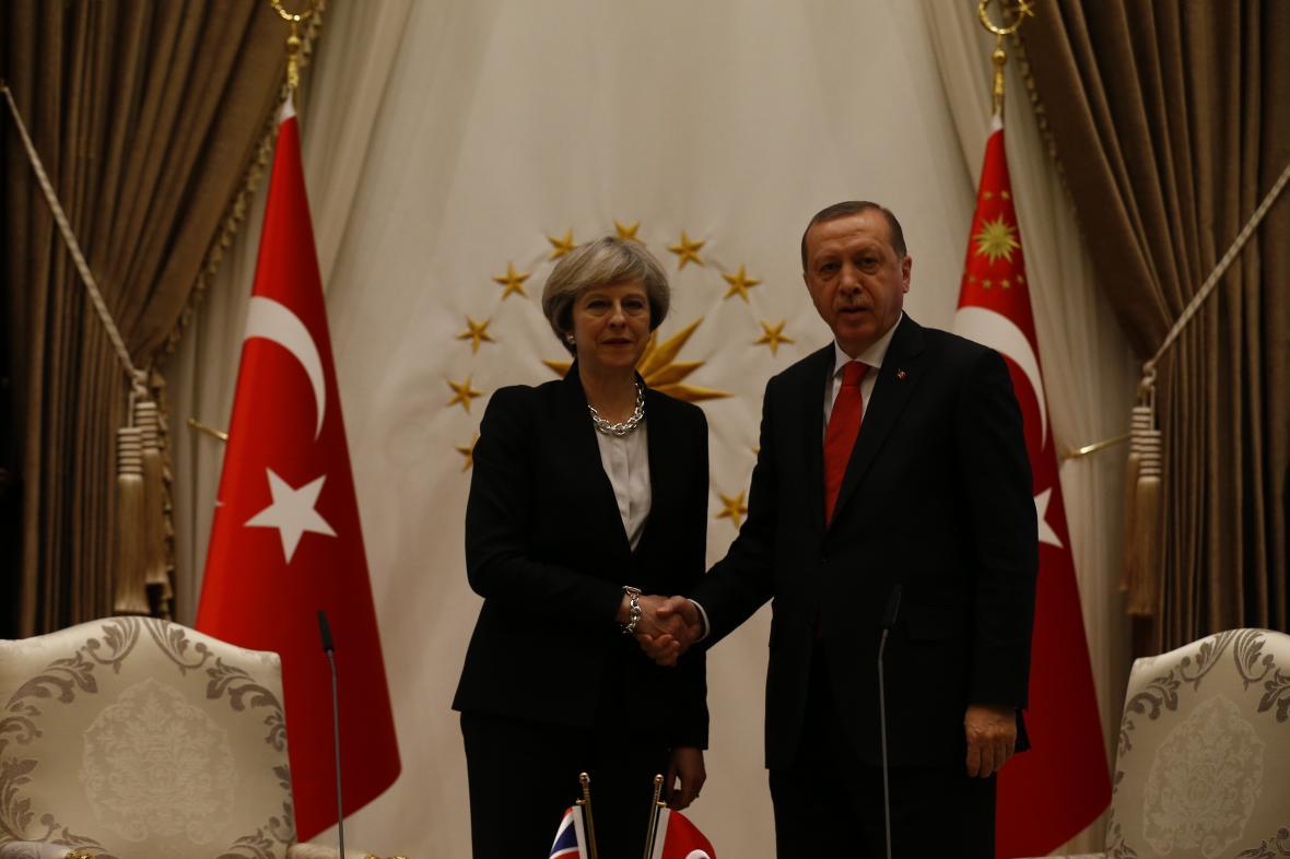 Theresa Mayová a Recep Tayyip Erdogan