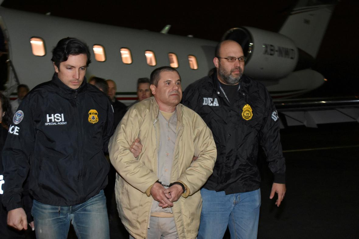 Guzmán po převozu z Mexika do USA