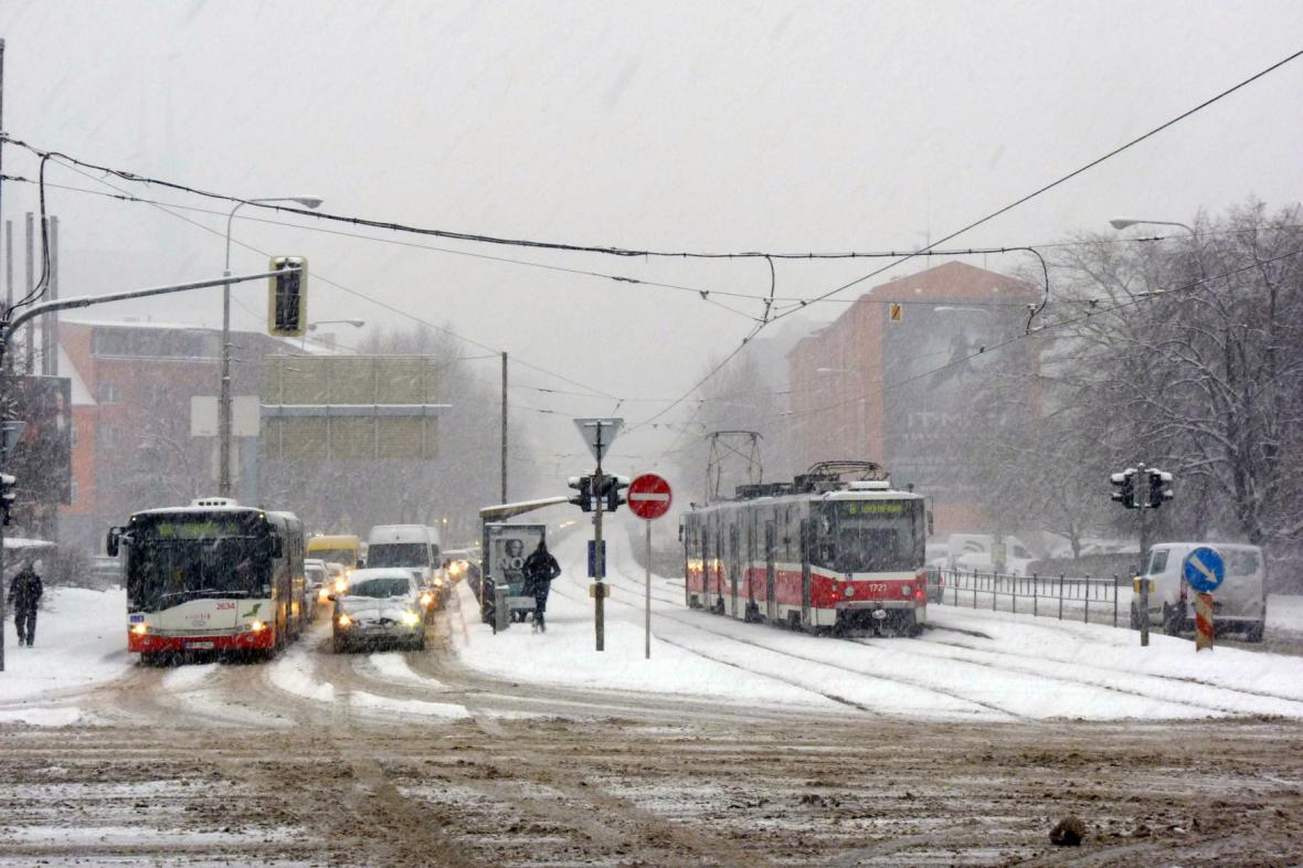 Brno chce zavést protismogové opatření. MHD zdarma