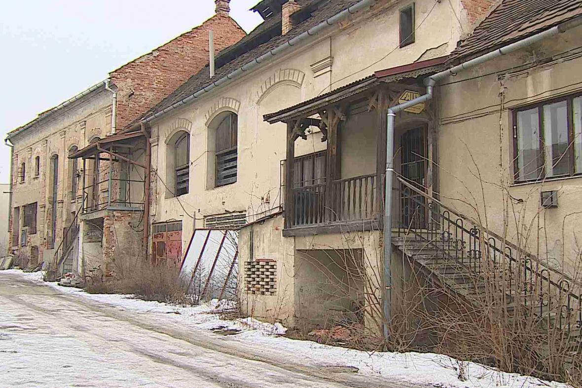 Spor o bývalý pivovar v centru města trvá roky
