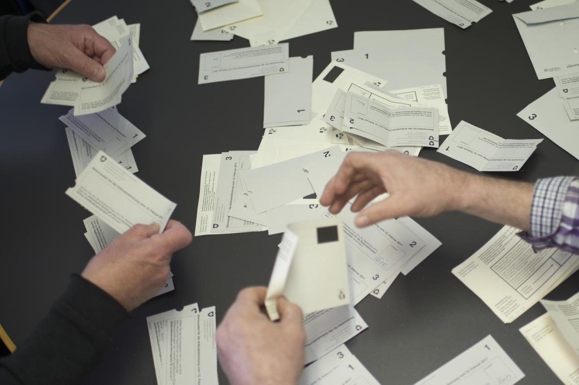 Počítání hlasů ve švýcarském referendu