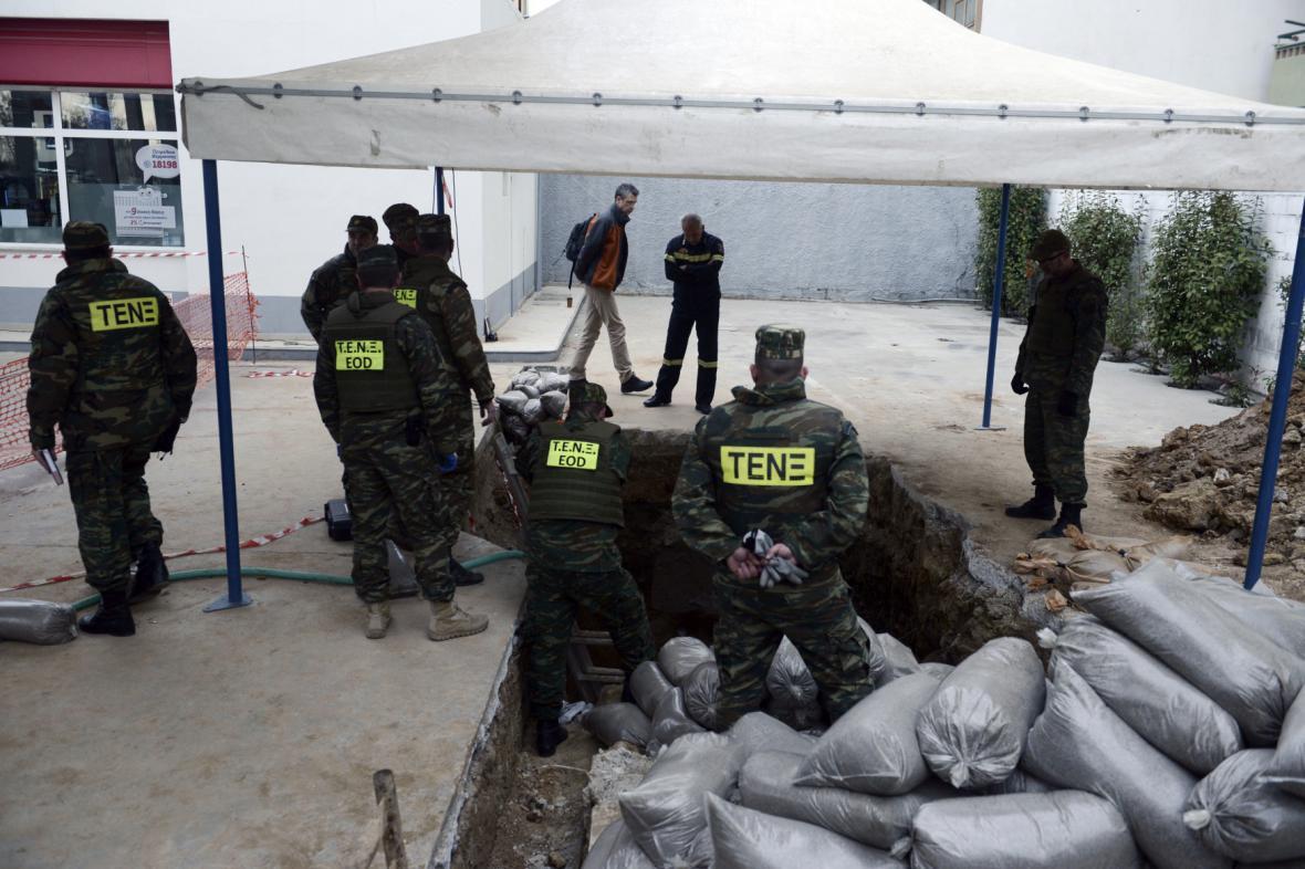 Řecká policie na místě plánované likvidace nevybuchlé bomby