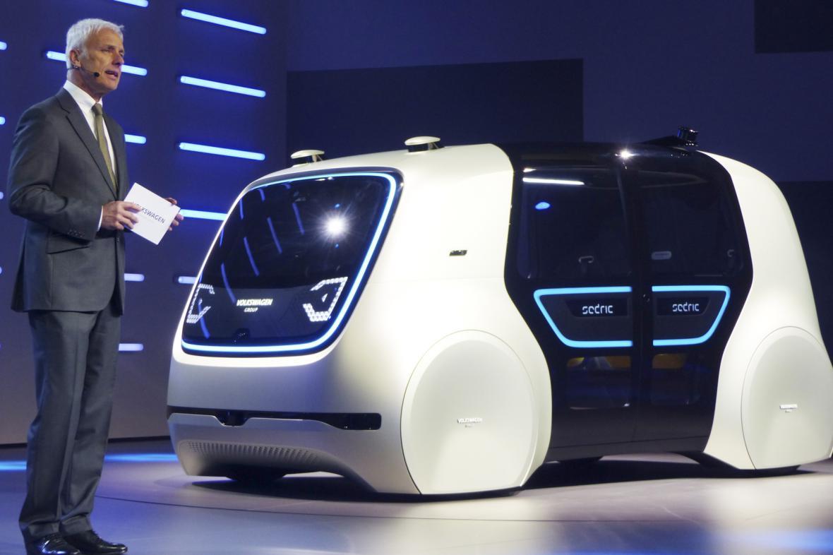 Šéf Volkswagenu Matthias Müller představuje koncept Sedric